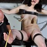 wipethatsmile04-suffering-slavegirl-bastinado